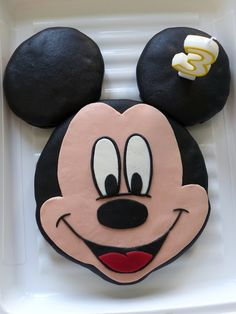Gâteau Mickey au chocolat Baby Minnie Mouse Cake, Mickey Mouse Cupcakes, Mickey Cakes, Pastel Mickey, Christmas Cup, Mickey Birthday, Dessert Cups, Mouse Parties, Disney Parties