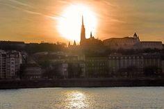 Buda vista do outro lado do Danúbio. Destaque para a torre da Igreja de Matias. Budapeste. http://fuievouvoltar.com
