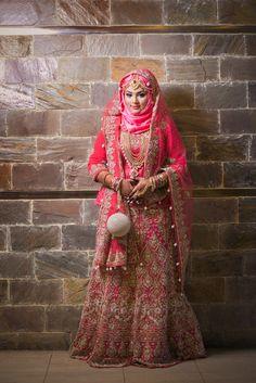 Hijabi Wedding, Muslimah Wedding Dress, Asian Wedding Dress, Muslim Wedding Dresses, Hijab Bride, Muslim Brides, Indian Gowns Dresses, Wedding Dresses For Girls, Pakistani Mehndi Dress