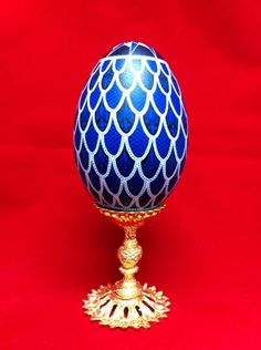 Blue and white Ukrainian Goose Pysanky done by Theresa Somerset of www.precisionartstudio.com