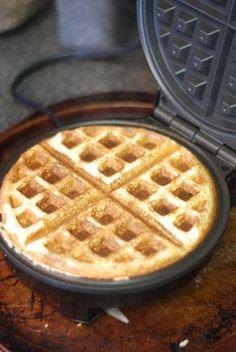 Coconut Flour Keto Waffles from the Nutmeg Disrupted kitchen Harina de coco Keto Waffles de la nuez moscada … Keto Waffle, Waffle Recipes, Vegan Keto, Vegetarian Keto, Ketogenic Recipes, Low Carb Recipes, Ketogenic Diet, Diet Recipes, Cooking Recipes