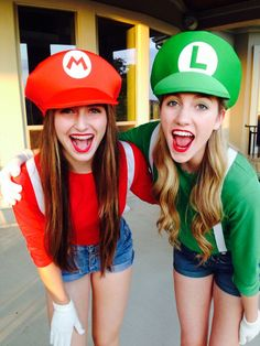 Hallowen Costume Couples 25 Halloween Costume Ideas for You and Your BFF Luigi Halloween Costume, Matching Halloween Costumes, Twin Halloween, Halloween Kleidung, Halloween Party, Halloween Lego, Mario And Luigi Halloween, Mario And Luigi Costume, Halloween Ideas