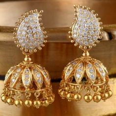 Jhumki featuring the classic paisley is handcrafted in 18 kt YG and studded with diamonds.