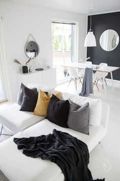 Scandinavian home // Autumn in interior // Nordic home // white home// skandinaa Scandinavian Home, Nordic Home, Living Room Designs, Living Room Decor, Lounge Decor, Decorating Small Spaces, Fall Home Decor, Living Room Inspiration, Modern Interior Design