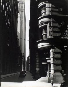 Berenice Abbott - Cedar Str. from William Str. NYC, 26 III 1936. S)