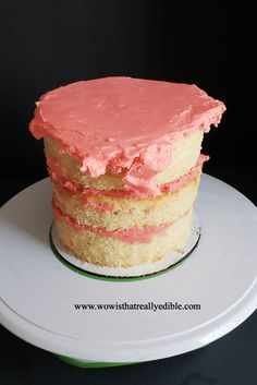 How long does it usually take you to frost a cake? It used to take me hours for one cake. Learn how to frost a cake with sharp edges using buttercream. Cake Decorating Piping, Creative Cake Decorating, Creative Cakes, Cake Decorating For Beginners, Cake Decorating Techniques, Cake Decorating Tutorials, Angle Parfait, Novelty Birthday Cakes, Square Cakes