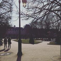 #soleil à #Paris : #placedesvosges #instalike #instamoment #sun #herecomesthesun