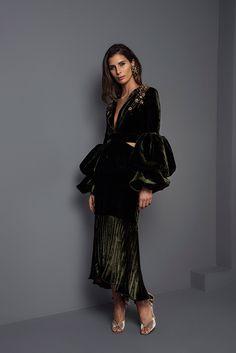 Johanna Ortiz Fall 2017 Ready-to-Wear Fashion Show Collection: See the complete Johanna Ortiz Fall 2017 Ready-to-Wear collection. Look 58 Fashion 2017, Runway Fashion, High Fashion, Fashion Show, Womens Fashion, Fashion Design, Fashion Trends, Estilo Hippie, Moda Vintage