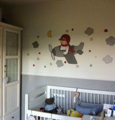 Esta es la habitación de Max con su vinilo personalizado de Stencil Barcelona