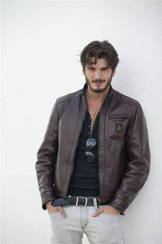 Images, pictures, screen captures and gifs of Yon González, Spanish Actor, star of Grand Hotel, El Internado, Bajo Sospecha, Perdiendo El Norte, Matar El Tiempo, Mentiras y Gordas, and modeling