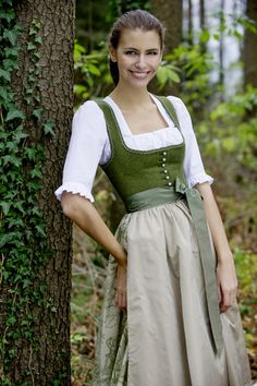 Dirndl are particularly advantageous for the A-figure type - Tost . - Figurtyp A - was passt mir? Formal Dress Patterns, Evening Dress Patterns, Summer Dress Patterns, Wedding Dress Patterns, Vintage Dress Patterns, Dress Sewing Patterns, Modest Dresses, Simple Dresses, Easy Dress