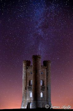 Milky Way over Broadway Tower in England via flickr