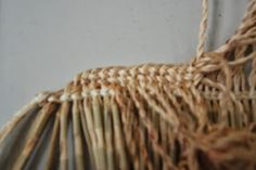 Steps in making a Piupiu Photo: Michelle Mayn A piupiu is a skirt made from the leaves of the New Zealand flax, worn by Māori on ce. New Zealand Flax, Flax Weaving, Finger Weaving, Flax Fiber, Hand Lines, Old Towels, Fibre And Fabric, Maori Art, Weaving Projects