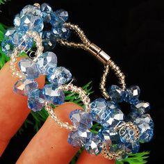 Simple and elegant bracelet with Swarovski crystals. Handmade Beaded Jewelry, Beaded Jewelry Patterns, Bracelet Patterns, Bead Jewellery, Jewelery, Crystal Bracelets, Jewelry Bracelets, Fantasy Jewelry, Jewelry Crafts
