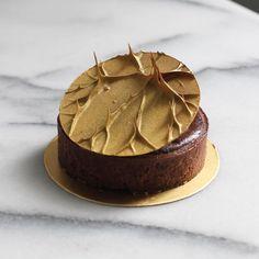 Michael - The Food RadarさんはInstagramを利用しています:「Jan 31 2018。Hong Kong。Dessert。Chocolate Tart 。 。 。 This tart design is really unique n innovative!!! 。 。 。 。 。 。 。 。 。#beautifulcuisines…」