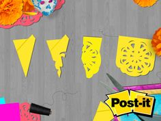 papel picado con Post-it®. Paper Flower Wreaths, Giant Paper Flowers, Geek Party, Diy Party, Frida Kahlo Birthday, Moldes Halloween, Mexican Party Decorations, Mexican Birthday, Mad Tea Parties