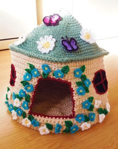 If you have a fabulous feline in your home, you will love these Crochet Cat Bed Patterns that are a real pussy paradise. Cat Cave Crochet Pattern, Crochet Cat Toys, Crochet Home, Crochet Crafts, Yarn Crafts, Crochet Projects, Crochet Patterns, Diy Crochet Cat Bed, Sock Monkey Pattern
