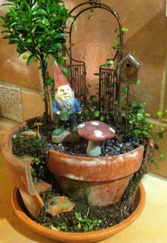 Gnome Garden/Miniature Garden, I want a different gnome but i totally want this!