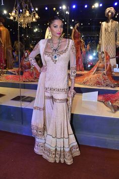 Indian Bridal Wedding Sharara Designs Collection Latest Wedding Bridal Sharara Designs & Trends Collection consists of Top Pakistani & Indian Designer fancy embroidered sharara dresses! Indian Bridal Wear, Indian Wedding Outfits, Indian Outfits, Indian Wear, Sharara Designs, Eid Outfits, Pakistani Outfits, Indian Designer Outfits, Designer Dresses