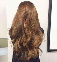 Love this style and colour - Cabello Rubio Light Brown Hair, Light Hair, Dark Hair, Hair Color Caramel, Gorgeous Hair Color, Pretty Hairstyles, Messy Hairstyles, Straight Hairstyles, Brunette Hair