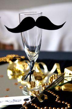 Silvester Deko Ideen: Sektglas mit Moustache