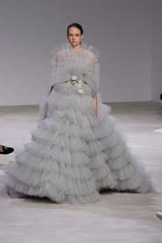All Hail Giambattista Valli's Frothy Fairytale Frocks They look an awful lot like those cupcake dolls that were popular in the [Photo: Rex] Couture Fashion Week may not be about accessible. Style Couture, Couture Fashion, Fashion Show, Style Fashion, Fairytale Gown, Valentino Gowns, Collection Couture, Manish Arora, Europe Fashion