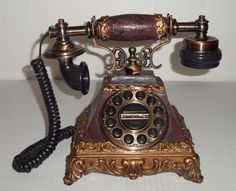 ANTIQUE VINTAGE DECORATIVE PUSH DIAL CORDED TELEPHONE HOME DECOR BRASS/WOOD