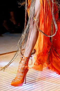 ifuckfor-chanel:    Versace SS '13