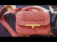 Crochet bag 855332154214237639 - Source by jeanpierreeloi Crochet Bag Tutorials, Crochet Videos, Crotchet Bags, Knitted Bags, Crochet Handbags, Crochet Purses, Crochet Table Runner Pattern, Crochet Wool, Art Bag