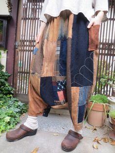 自然染めに楽しい古布パッチでおとなサルエルパンツ☆丈もゆったりおしゃれです♪ - 西垣洋子