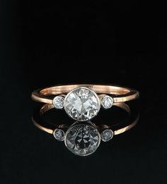 The clean lines of this deceptively modern ring. | 40 Vintage Wedding Ring Details That Are Utterly To Die For