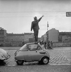 COMMUNIST GDR BEGINS CONSTRUCTION OF THE BERLIN WALL - AUGUST 1961 - WAVING TO RELATIVES