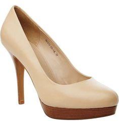 f3580b689 Модные туфли из бежевой кожи на высоком каблуке и платформе не оставят  равнодушной поклонницу элегантного стиля
