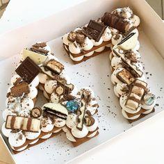 מזל טוב מתוק 🍫🎉🍰 #gargeran #chocolate #birthdaycake #kinder #oreo #hershys #vanilla #biscuit