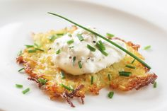 9 Easy Meals and Recipes for Hanukkah Dinner This Year. Potato Latkes with Sour Cream and Chives Yummy Eats, Yummy Food, Delicious Recipes, Hanukkah Food, Hanukkah Recipes, Hannukah, Tasty Pancakes, Potato Pancakes, How To Make Potatoes