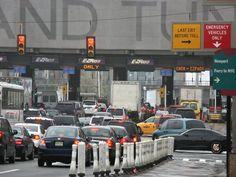 Akhirnya ditahan selepas 500 kali elak bayar tol   Holland Tunnel  JERSEY CITY - AMERIKA SYARIKAT. Seorang wanita ditahan kerana didakwa mengelak membayar tol dan dia telah melakukan demikian lebih daripada 500 kali. Jersey Journal melaporkan polis cuba menghentikan wanita berusia 55 tahun itu Denise Simien berhampiran Holland Tunnel selepas mengetahui dia berhutang lebih $16000 (RM62 908) kerana tidak membayar tol dan yuran. Jurucakap Lembaga Pelabuhan New York dan New Jersey Joe Pentangelo…