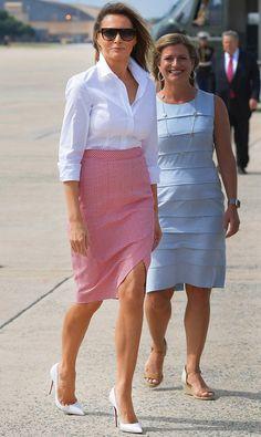 Мелания Трамп в юбке Altuzarra в Национальном гольф-клубе Трампа в Нью-Джерси - мода, красота, украшения, новости, тренды, коллекции брендов одежды, обуви и аксессуаров: все новинки в онлайн-версии журнала Vogue.