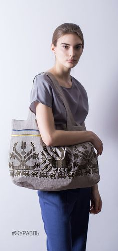 Tote bag with an embroidery of an old russian folk pattern. Linen, in 2 colours: black and gray. Сумка для покупок и путешествий с вышивкой старинного русского узора. #grusrussia #linen #totebag #russian #style #русскийстиль #стиль