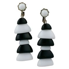 Preowned Miriam Haskell Black And White Pagoda Earrings ($295) ❤ liked on Polyvore featuring jewelry, earrings, white, miriam haskell jewelry, earring jewelry, white and black earrings, miriam haskell and white earrings
