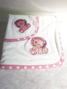 Pink Lion Burp cloth set 1 x standard burp cloth 1 x standard Facecloth Matching binding for sale on our online shop! www.amjembroidery.co.za