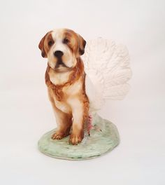 "Debra Broz, Bird Dog I (Saint Bernard Dove). 2016. 8x5x7"", ceramica"