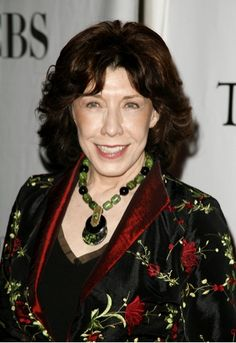 Lily Tomlin wearing some fabu bakelite!  I have always loved her.
