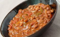 Thick and Hearty Pinto Bean Chili/ FatFree Vegan Kitchen (minus dried chilis - use option suggested) Chili Recipes, Soup Recipes, Vegetarian Recipes, Cooking Recipes, Slow Cooking, Paleo Meals, Recipies, Pinto Bean Chili Recipe, Pinto Beans Recipe Vegan