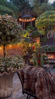 Unique Garden Decor, Garden Yard Ideas, Backyard Patio Designs, Garden Art, Farmhouse Landscaping, Farmhouse Garden, Outdoor Landscaping, Cottage Garden Design, Garden Landscape Design
