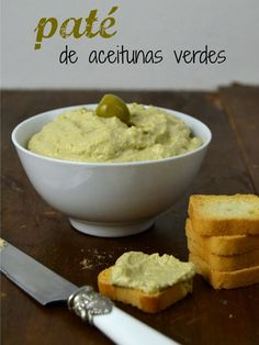 : Paté de aceitunas verdes // green olives cream Ingredientes 100 gr de aceitunas verdes sin hueso 4 filetes de anchoa 125 gr de queso crema Una cucharadita de zumo de limón 50 ml de aceite de oliva Dip Recipes, Veggie Recipes, Vegetarian Recipes, Cooking Recipes, Healthy Recipes, Mezze, Salty Snacks, Chutney, Cooking Time