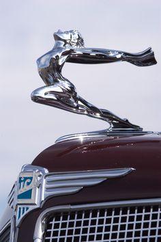 1935 Buick Coupe - Classic car photography and photos Car Badges, Car Logos, Automobile, Buick Models, Car Hood Ornaments, Buick Cars, Dream Cars, Abandoned Cars, Michigan