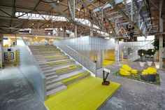 mooie combi oud en nieuw, ook het translucente materiaal geeft licht en contract, trap als tribune flexibel in gebruik Office IMd, Ector Hoogstad Architecten