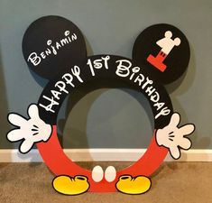 Mickey Mouse Birthday Decorations, Theme Mickey, Mickey Mouse Parties, Mickey Party, Fiesta Mickey Mouse, Disney Parties, Mickey 1st Birthdays, Mickey Mouse First Birthday, Mickey Mouse Clubhouse Birthday Party