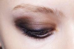 6 tips for avoiding smudged eye makeup