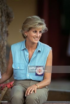 January Diana, Princess of Wales wearing a badge for the British Red Cross Charity she is patron of at an orthopedic center in Luanda, Angola. Princess Diana Pictures, Princess Diana Family, Princess Of Wales, Real Princess, Lady Diana Spencer, Princesa Diana, Camilla, Funeral, Diana Fashion